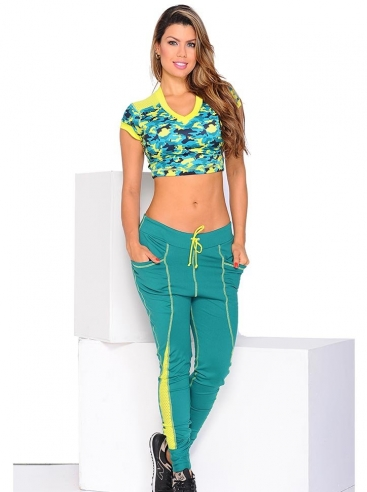 Outfit Con Joggers Deportivos Para Mujer